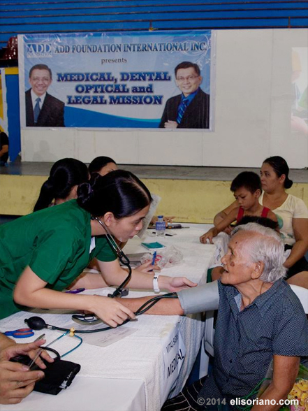 Residents – old and young – receive quality services through the regular medical-dental-legal missions being mounted by Bro. Eli Soriano's Ang Dating Daan group and media network, UNTV.  (Photo by Mark Oliver Santillan, Photoville International)