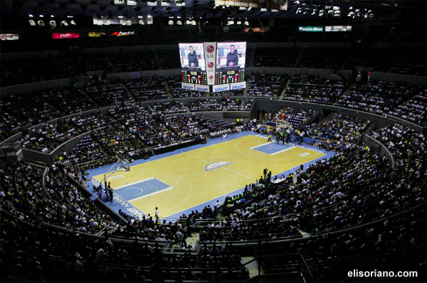 Bro. Eli Soriano (on screen) speaks to the thousands of attendees of the UNTV Cup Season 2 finals held at Smart-Araneta Coliseum on July 1, 2014. (Photo: Photoville International)