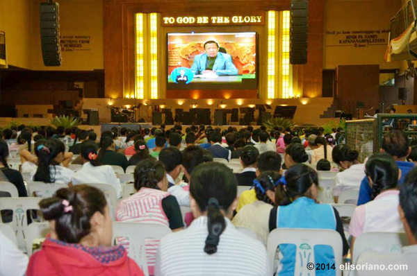 Bro. Eli Soriano explains matters about faith and the Bible during Bible Expositions conducted by MCGI. This photo taken at ADD Convention Center, Apalit, Pampanga. (Photo: Photoville International)