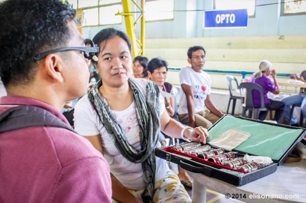 Free optometric check-up and reading glasses are given to the participants of medical-dental-legal missions being held by the Ang Dating Daan group and UNTV at various remote areas in the country (File photo: Jerickson Buñag, Photoville International)