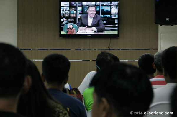 Bro. Eliseo Soriano, on screen, as he answers the questions of participants at Ang Dating Daan Worldwide Bible Exposition on May 9, 2014. This photo taken at ADD Coordinating Center at Makati City, Philippines. Photo by Photoville International
