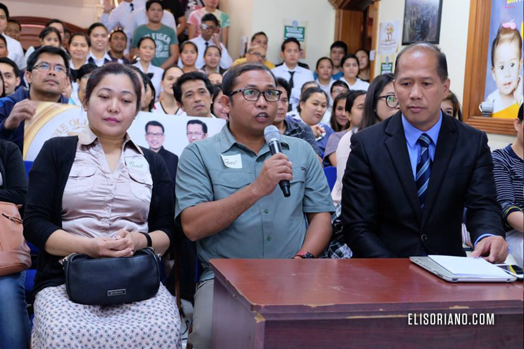 Mr. Archie Romero, one of the guests and inquirers from Dubai, UAE raises his question to Bro. Eli during the question-and-answer portion of the Bible Exposition. (Cristeto Gutas, Photoville International)