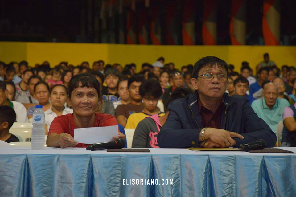 The ADD Convention Center in Apalit, Pampanga was one of the remote points during the Bible Exposition. Seated beside the guest is Helper of the Ministry assigned in the area, Bro. Ato Tobias. Courtesy: Photoville International | Ihsaias Marin