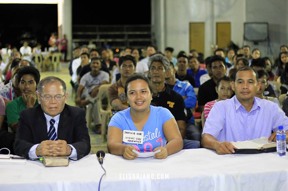 A 23-year old Seventh-Day Adventist in Iba, Zambales was one of the guests during the July 21 Worldwide Bible Exposition given the opportunity to ask Bro. Eli their spiritual inquiries. Courtesy: Photoville International | PG Garcia