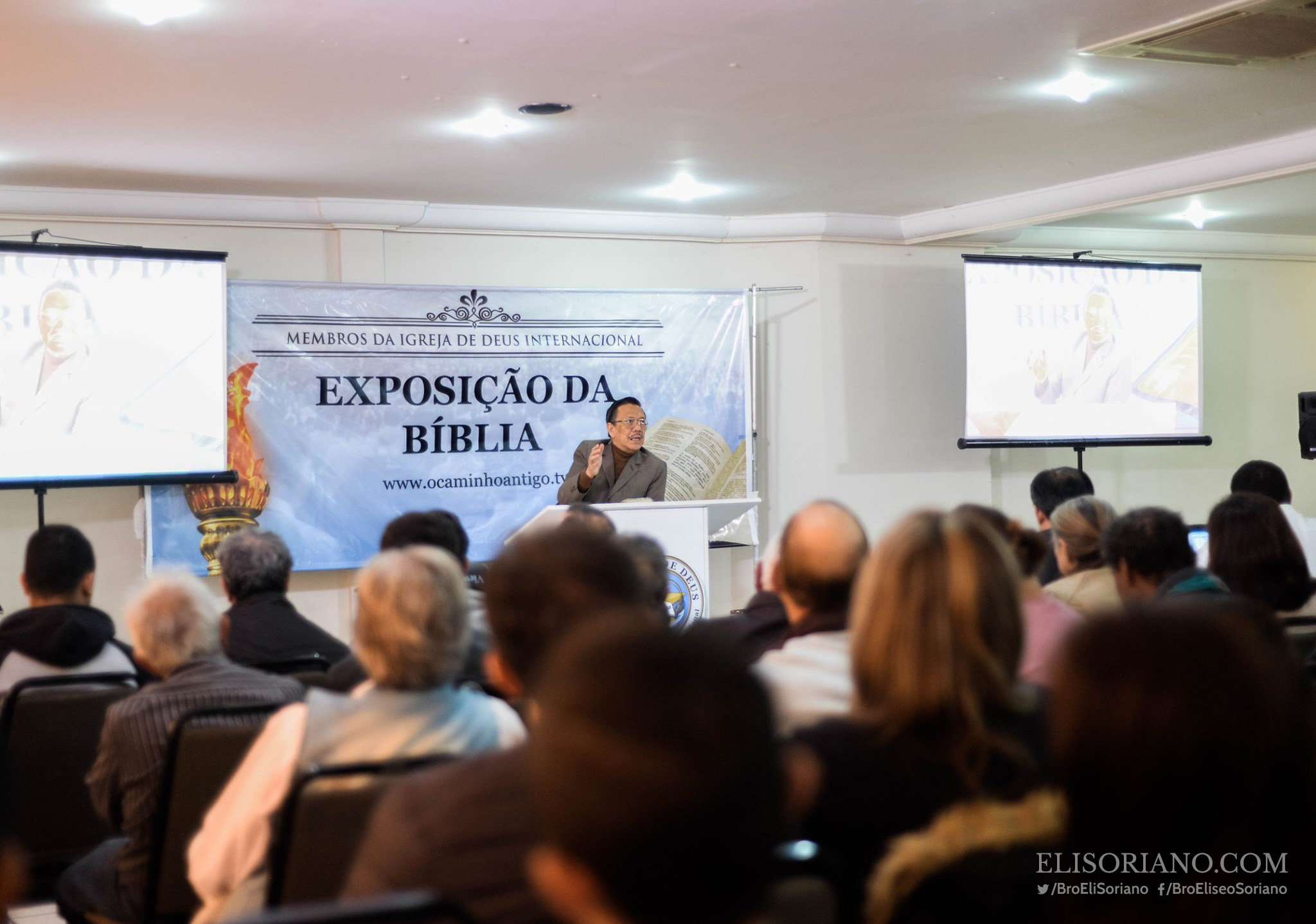 Reaching the other side of the globe, Bro. Eli Soriano replicated the evangelization works he started in the Philippines. In 2009, MCGI launched its own broadcast channel, TV Verdade, in South American Countries. Bible Expositions are personally conducted by Bro. Eli in various regions in Latin America such as Curitiba, Lages, and Florianopolis in an almost daily basis.  Courtesy: Percy Caroro | Photoville International