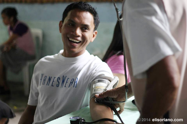 There is joy in giving. A volunteer donor beams as a medical practitioner checks if he is qualified to participate in the blood drive organized by the Ang Dating Daan group and UNTV (Jerome Sedurifa, Photoville International).