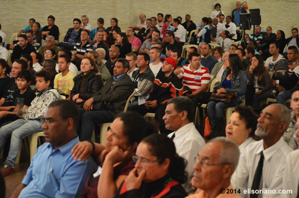 The audience at São Paulo, Brazil attentively listening to the discussion between Bro. Eli Soriano and Brazilian Pastor.