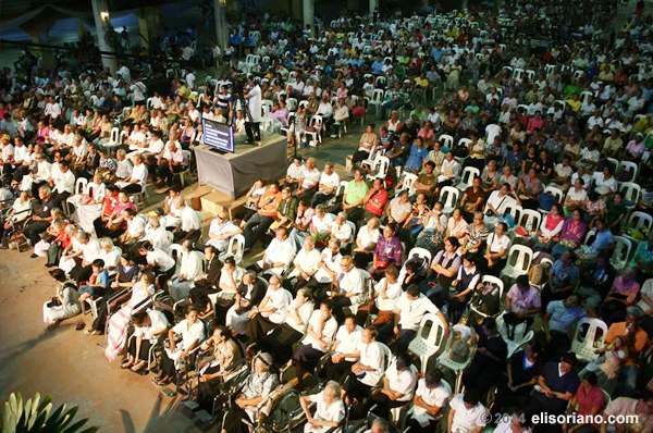The elderly and the disabled grace last 2013's special concert commemorating the 33rd broadcast anniversary celebration of Bro. Eli's program, Ang Dating Daan as the event's main audience. (File photo: Frederick Alvior, Photoville International)