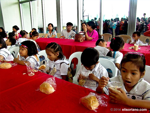 Ang Dating Daan and UNTV partner for feeding program projects in elementary schools in the Philippines.