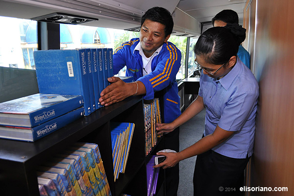 The transportable learning system is equipped with materials that helps in educating the indigenous from remote barrios and villages. (Photo by Kenji Hasegawa, Photoville International)