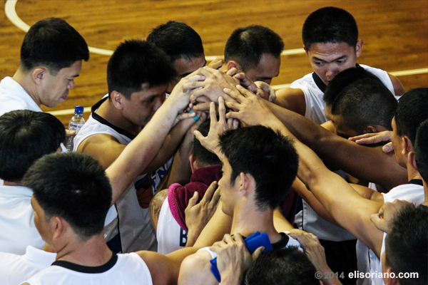 Team PNP showcased camaraderie during a tuneup game before UNTVCup's opening tip on Feb 11, 2014. Cooperation and public service are two things that UNTV Cup hopes to promote. (Photo by Rovic Balunsay, Photoville International)